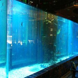 أنواع ألواح حمامات السباحة من الأكريليك السميكة
